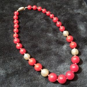 Jewelry - Vintage red & gold beaded necklace